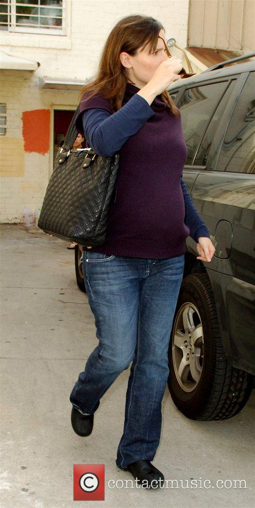 Jennifer Garner showing off her growing baby bump...