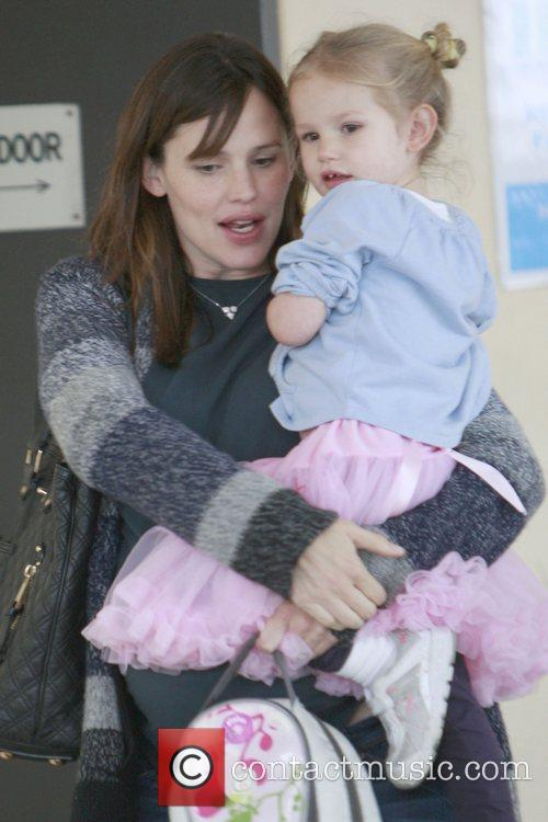 Picks up her daughter, Violet Affleck, from school...