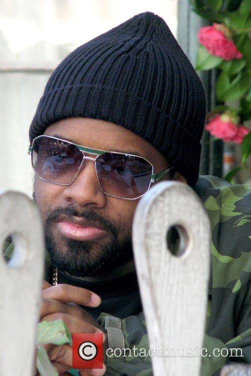 Jermaine Dupri having lunch at the Ivy restaurant...