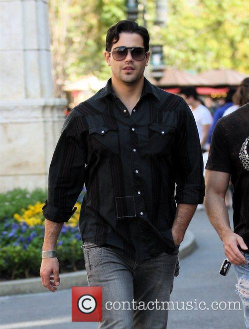 Jesse Metcalfe and a male friend go shopping...