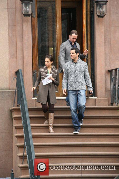 Jessica Alba, her husband and Cash Warren go looking for a new home 20