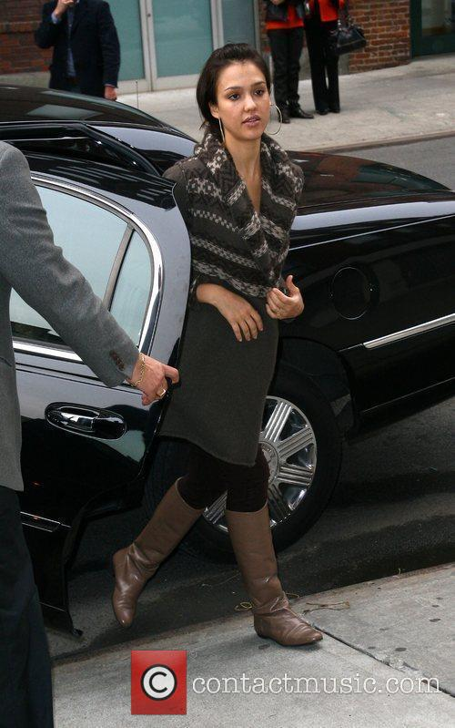 Jessica Alba, her husband and Cash Warren go looking for a new home 5