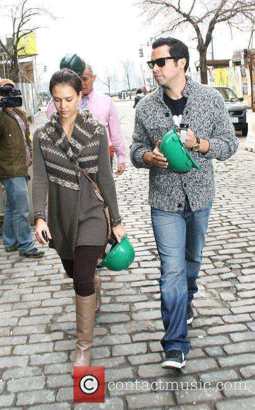 Jessica Alba, her husband and Cash Warren go looking for a new home 18
