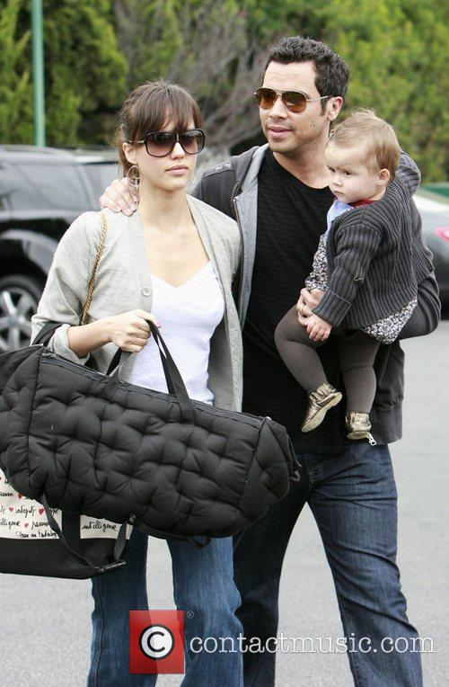 Jessica Alba, Cash Warren and Honor Marie Warren go grocery shopping at Bristol Farms. 6