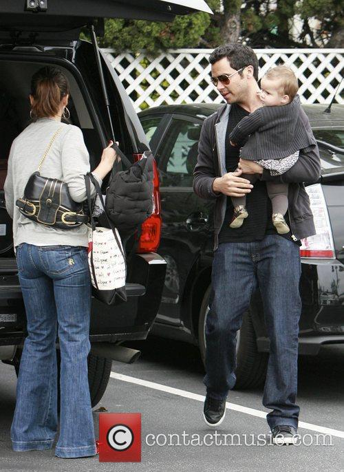 Jessica Alba, Cash Warren and Honor Marie Warren go grocery shopping at Bristol Farms. 3