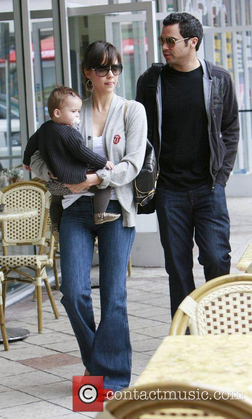 Jessica Alba, Cash Warren and Honor Marie Warren go grocery shopping at Bristol Farms. 4