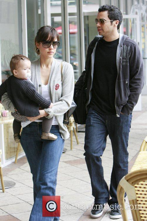 Jessica Alba, Cash Warren and Honor Marie Warren go grocery shopping at Bristol Farms. 5