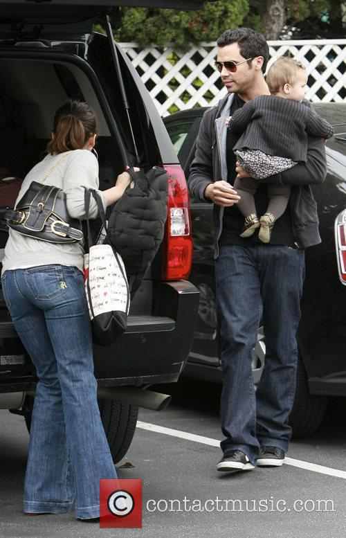 Jessica Alba, Cash Warren and Honor Marie Warren go grocery shopping at Bristol Farms. 7