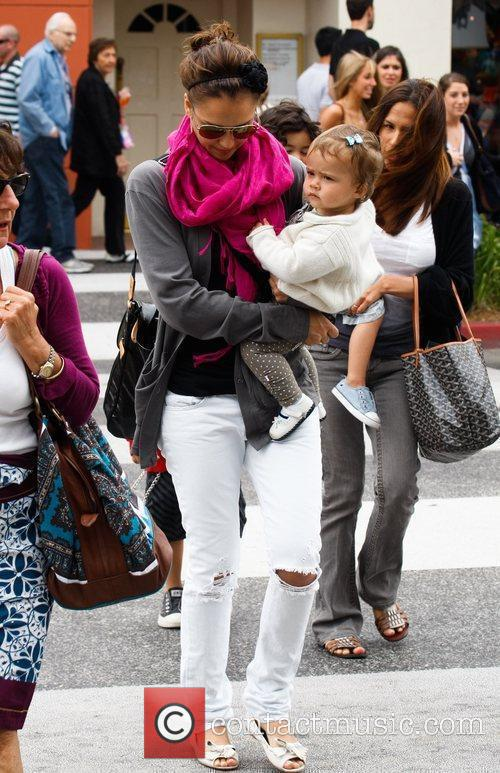 Jessica Alba and her daughter Honor Marie 29