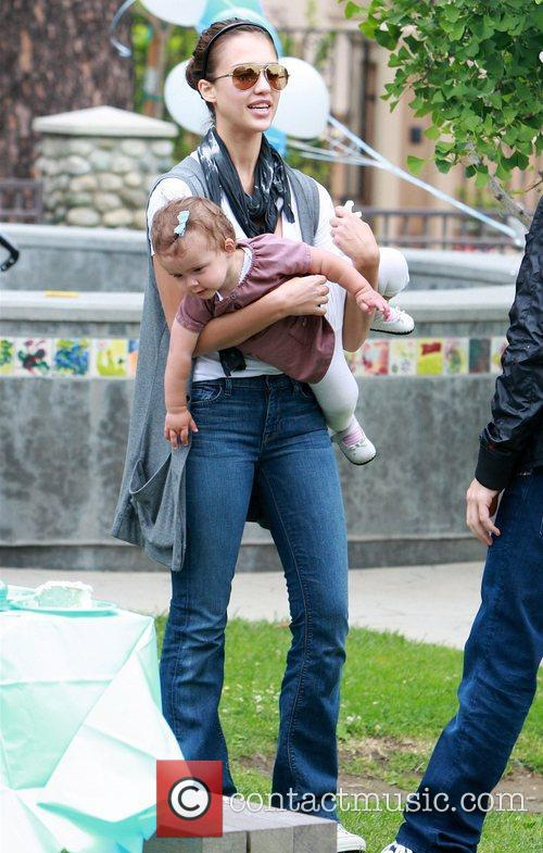 Jessica Alba and daughter Honor Marie enjoy a day at Coldwater Canyon Park in Beverly Hills 6