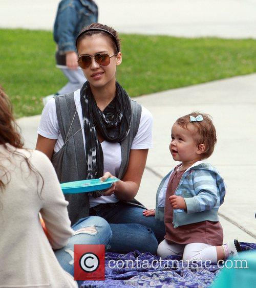 Jessica Alba and daughter Honor Marie enjoy a day at Coldwater Canyon Park in Beverly Hills 3