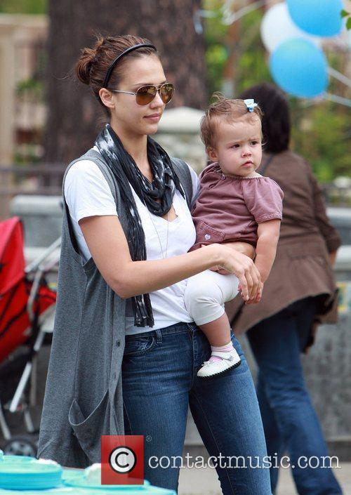 Jessica Alba and daughter Honor Marie enjoy a day at Coldwater Canyon Park in Beverly Hills 4