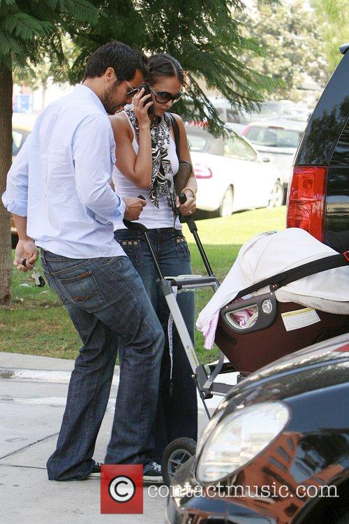 Jessica Alba and Cash Warren Take Their Daughter Honor Marie As They Visit A Friend In Brentwood 3