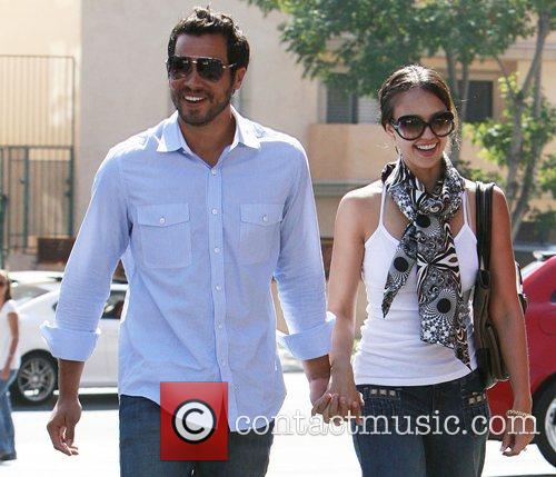 Jessica Alba and Cash Warren have lunch in Brentwood 6