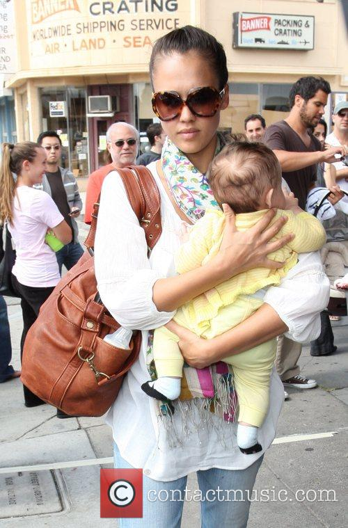 Jessica Alba, Cash Warren and Their Daughter Honor Leaving Toast Restaurant After Having Lunch Together 9