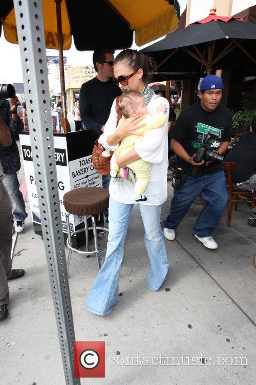 Jessica Alba, Cash Warren and Their Daughter Honor Leaving Toast Restaurant After Having Lunch Together 10