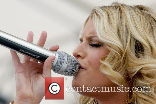 Performs at the 99.9 KISS 24th Annual Chili...