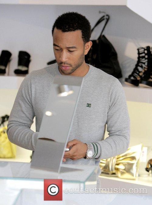 John Legend and His Girlfriend Christy Teigen Go Shopping At Intermix 7