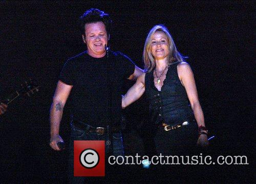Sheryl Crow and John Mellencamp 7