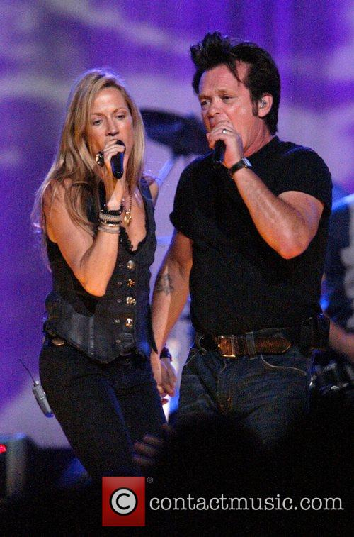Sheryl Crow and John Mellencamp 6