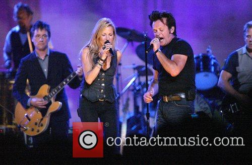 Sheryl Crow and John Mellencamp 8