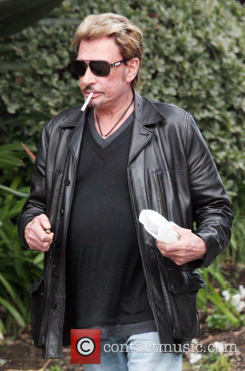 Johnny Hallyday heads home after having lunch at...
