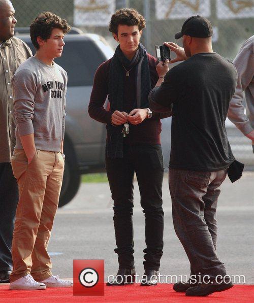 Nick Jonas and Kevin Jonas 11