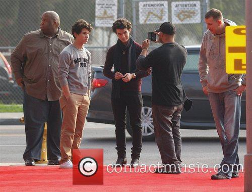 Nick Jonas and Kevin Jonas 6