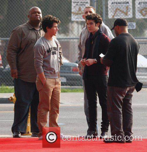 Nick Jonas and Kevin Jonas 9
