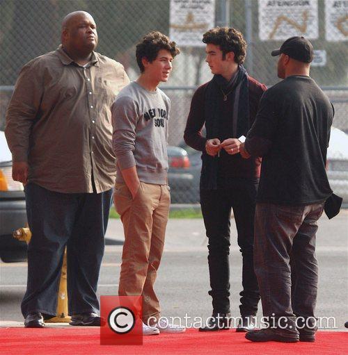 Nick Jonas and Kevin Jonas 5