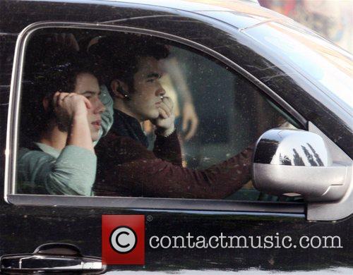 Nick Jonas and Kevin Jonas 10
