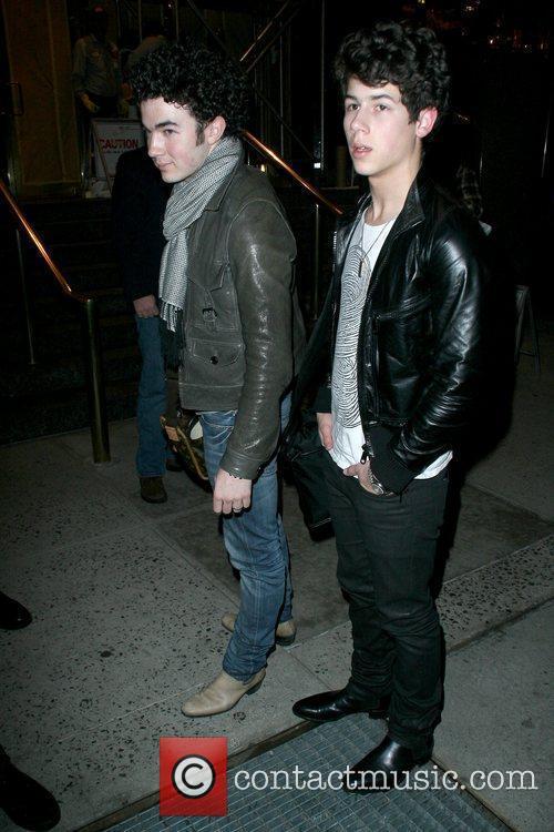 Kevin Jonas and Nick Jonas 3
