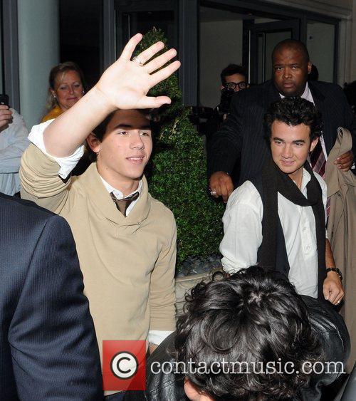 Kevin Jonas and Nick Jonas 1