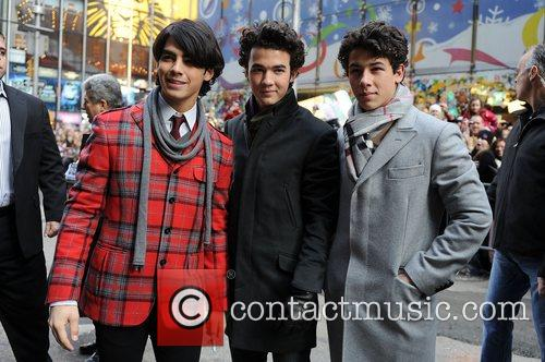 The Jonas Brothers visit Good Morning America and...