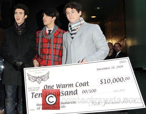 Kevin Jonas, Joe Jonas and Nick Jonas 1