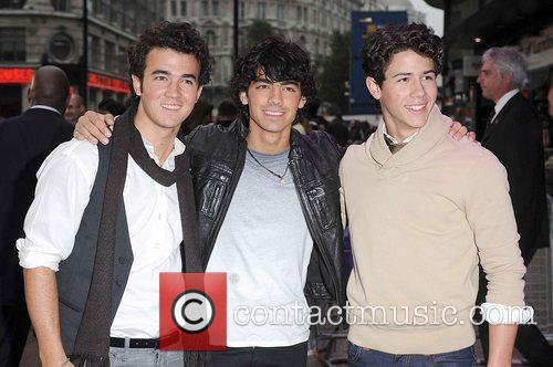 Joe Jonas, Kevin Jonas and Nick Jonas 5