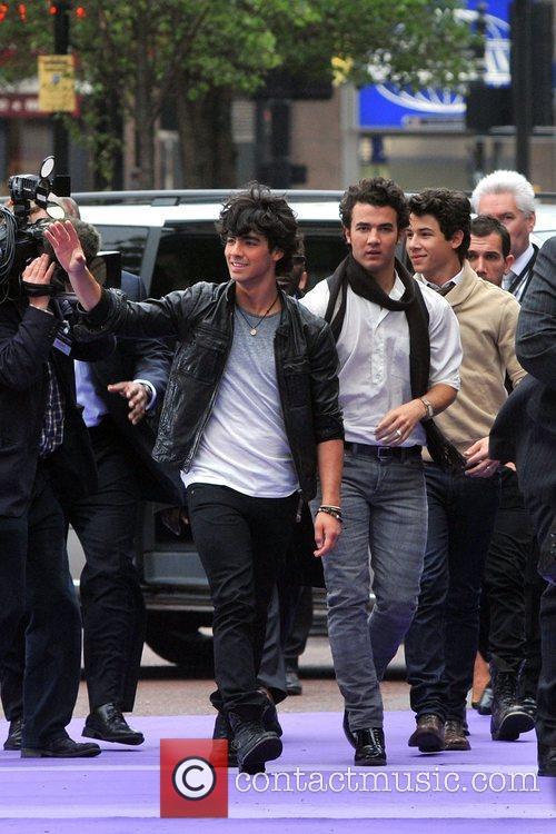 Kevin Jonas, Joe Jonas and Nick Jonas 14