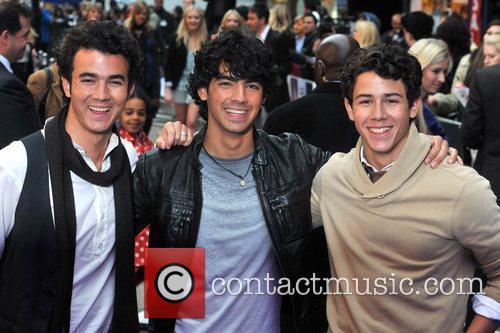 Kevin Jonas, Joe Jonas and Nick Jonas 16