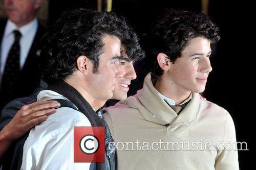 Kevin Jonas, Joe Jonas and Nick Jonas 18