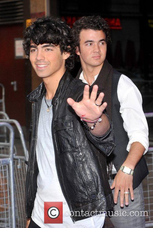 Joe Jonas and Kevin Jonas 3