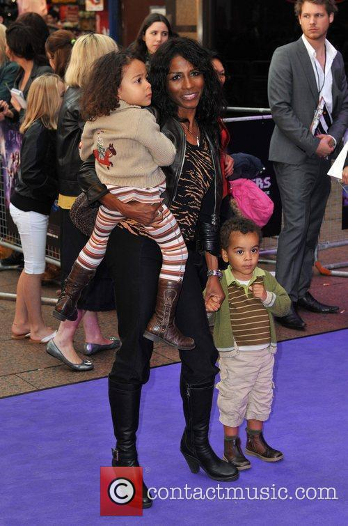 Sinitta and Kids 4