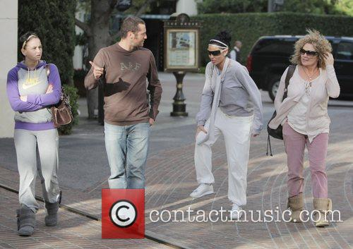 katie price aka jordan walking with friends at the grove. 2278769