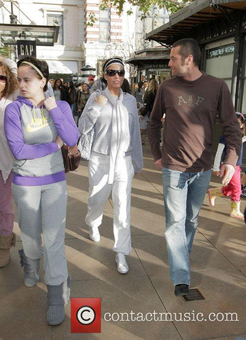 katie price aka jordan walking with friends at the grove. 2278786