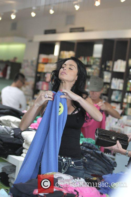 katie price aka jordan goes shopping at kitson boutique on robertson blvd 2152429