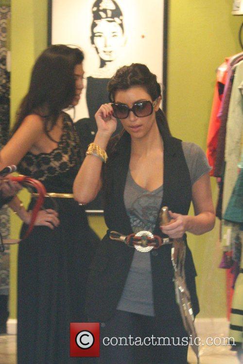 Kim Kardashian and sister Khloe Kardashian 5
