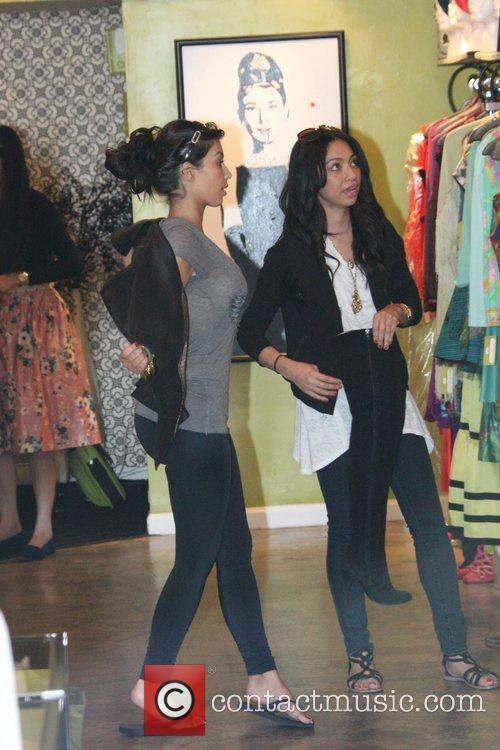 Kim Kardashian and sister Khloe Kardashian 8