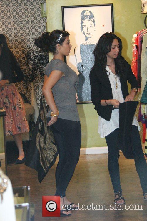 Kim Kardashian and sister Khloe Kardashian 4