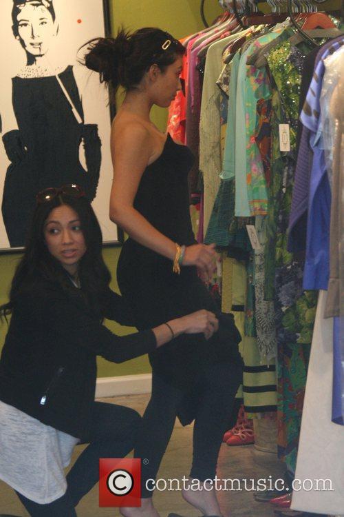 Kim Kardashian and sister Khloe Kardashian 9