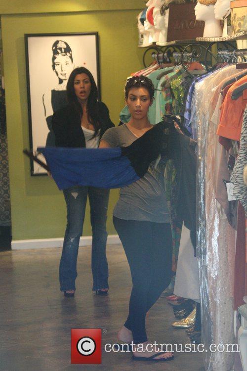 Kim Kardashian and Sister Khloe Kardashian 11