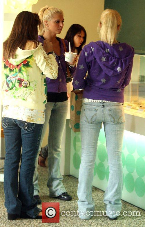 And a friend order ice cream at Pinkberry